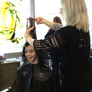 charity_cut_a_thon_2016_015