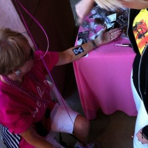 charity_paint_el_paseo_pink_2012_005