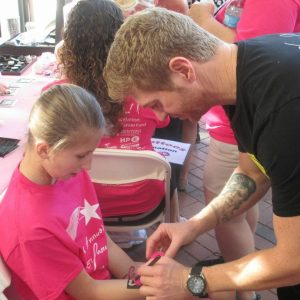 charity_paint_el_paseo_pink_2013_005