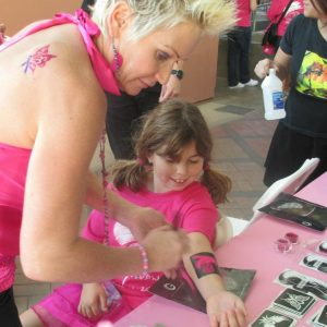 charity_paint_el_paseo_pink_2013_013